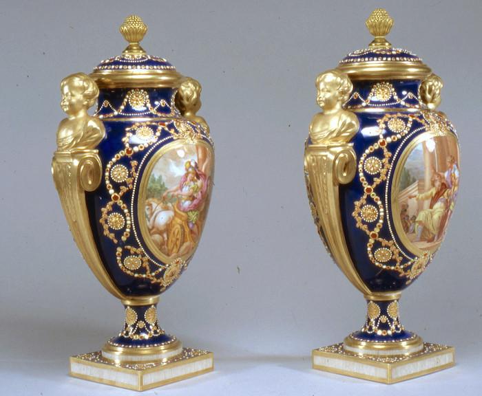 Le goût de Marie-Antoinette pour la porcelaine de Sèvres à effets de pierres précieuses Louis_20