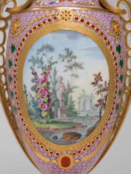 Le goût de Marie-Antoinette pour la porcelaine de Sèvres à effets de pierres précieuses Marie_61