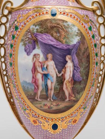Le goût de Marie-Antoinette pour la porcelaine de Sèvres à effets de pierres précieuses Marie_63