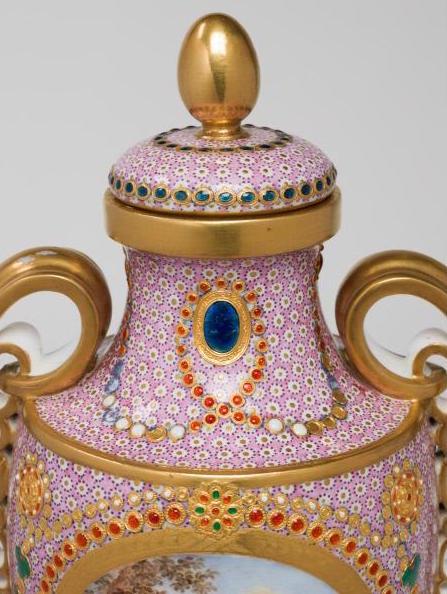 Le goût de Marie-Antoinette pour la porcelaine de Sèvres à effets de pierres précieuses Marie_65