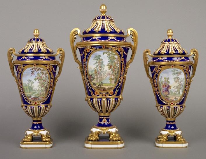 Le goût de Marie-Antoinette pour la porcelaine de Sèvres à effets de pierres précieuses Sevres13