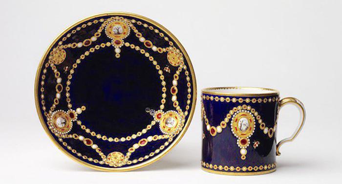 Le goût de Marie-Antoinette pour la porcelaine de Sèvres à effets de pierres précieuses Sevres15