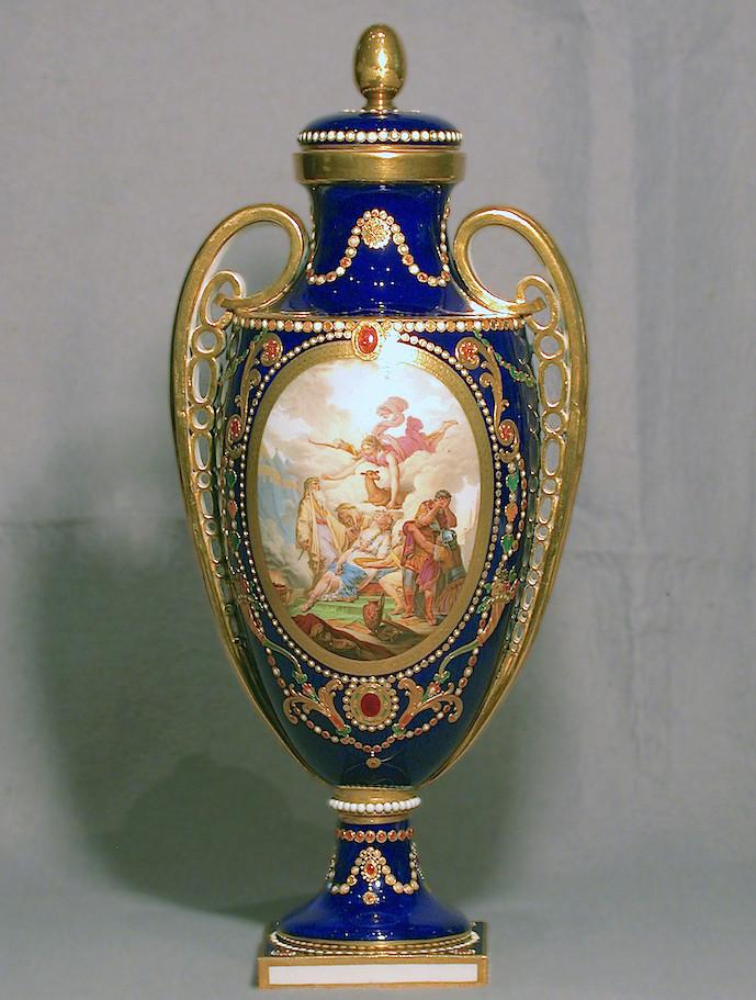 Le goût de Marie-Antoinette pour la porcelaine de Sèvres à effets de pierres précieuses Syvres13