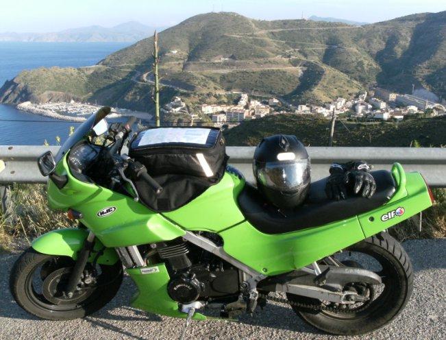 Venez parler de votre moto ! - Page 2 Kawa_f11