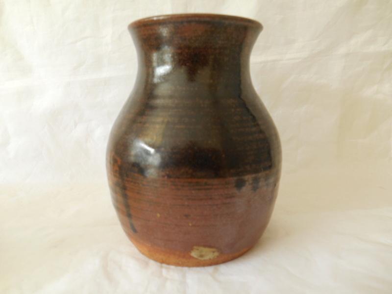 Studio Pottery Pot signed DAWE - The Bob Dawe? Help identify maker please Dscn0010
