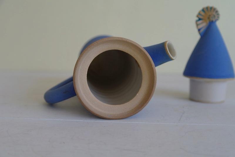 Blue Seashell Coffee Pot - Tone von Krogh Sam_2012