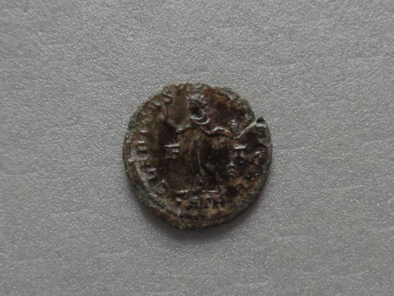 Nummus Ae3 Constantin II junior Dsc00228