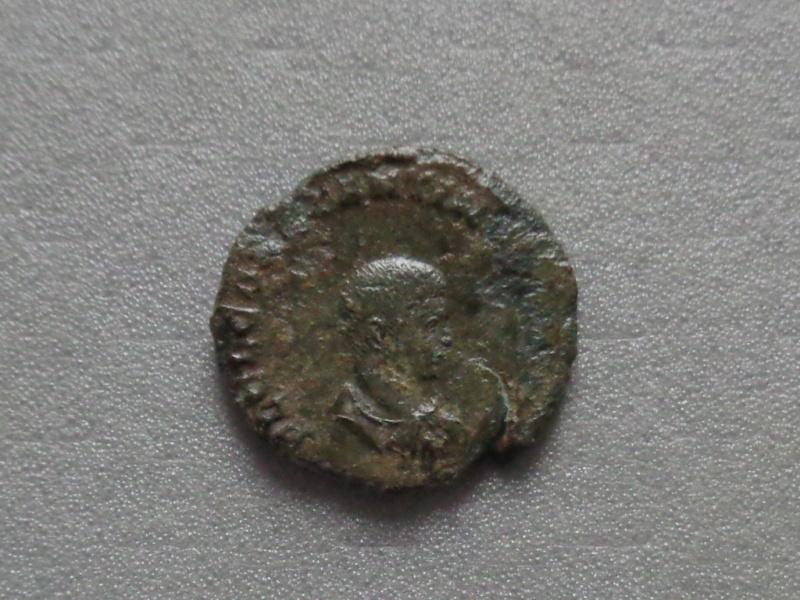 Nummus Ae3 Constantin II junior Dsc00229