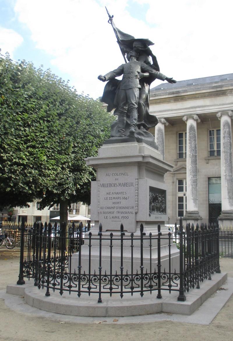 LE MONUMENT AU COLONEL VILLEBOIS-MAREUIL Villeb10