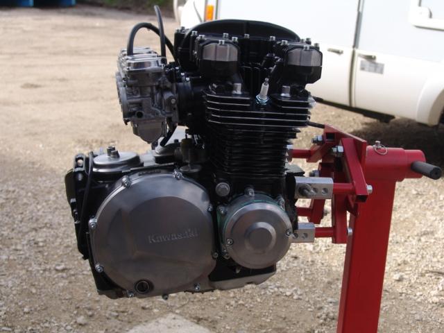 recherche pied pour moteur Dsc09011