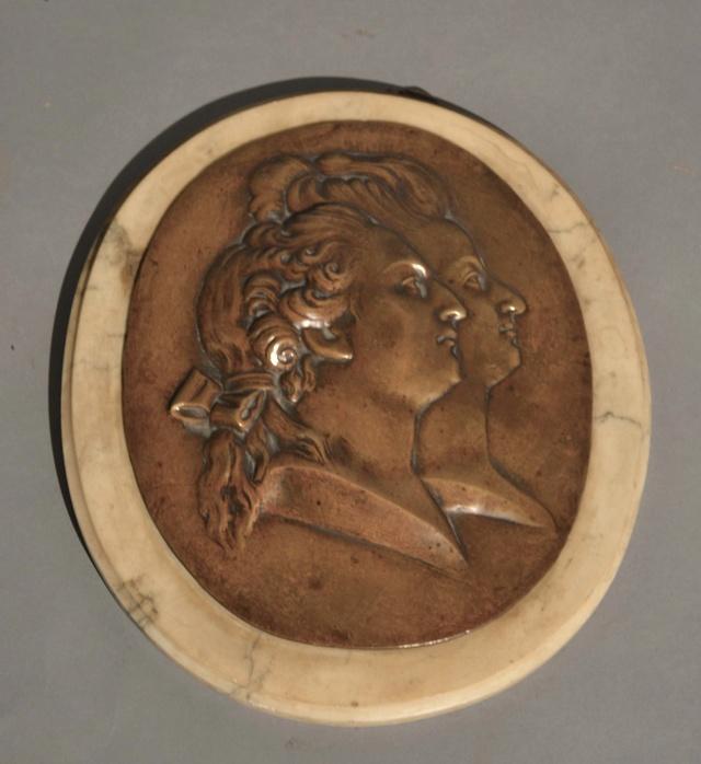 A vendre: Louis XVI et Marie Antoinette - Page 4 Zzzzzb23