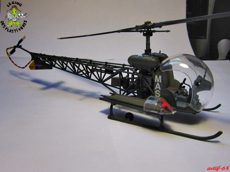 Bell H-13H  du film M.A.S.H au 35° de REVELL (les photos) Img_5030