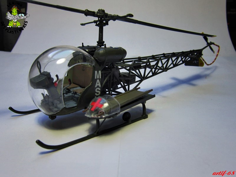 Bell H-13H  du film M.A.S.H au 35° de REVELL (les photos) Img_5032