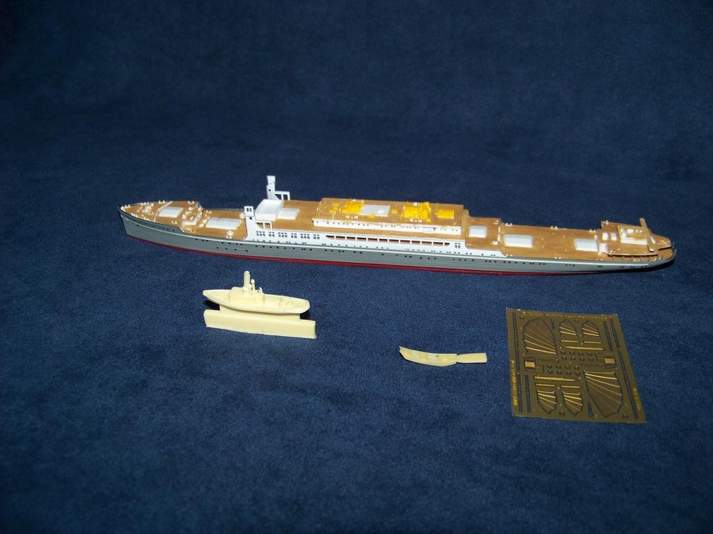 Paquebot mixte Hikawa Maru, pont bois, photo-découpe, Hasegawa 1/350. 100_9412
