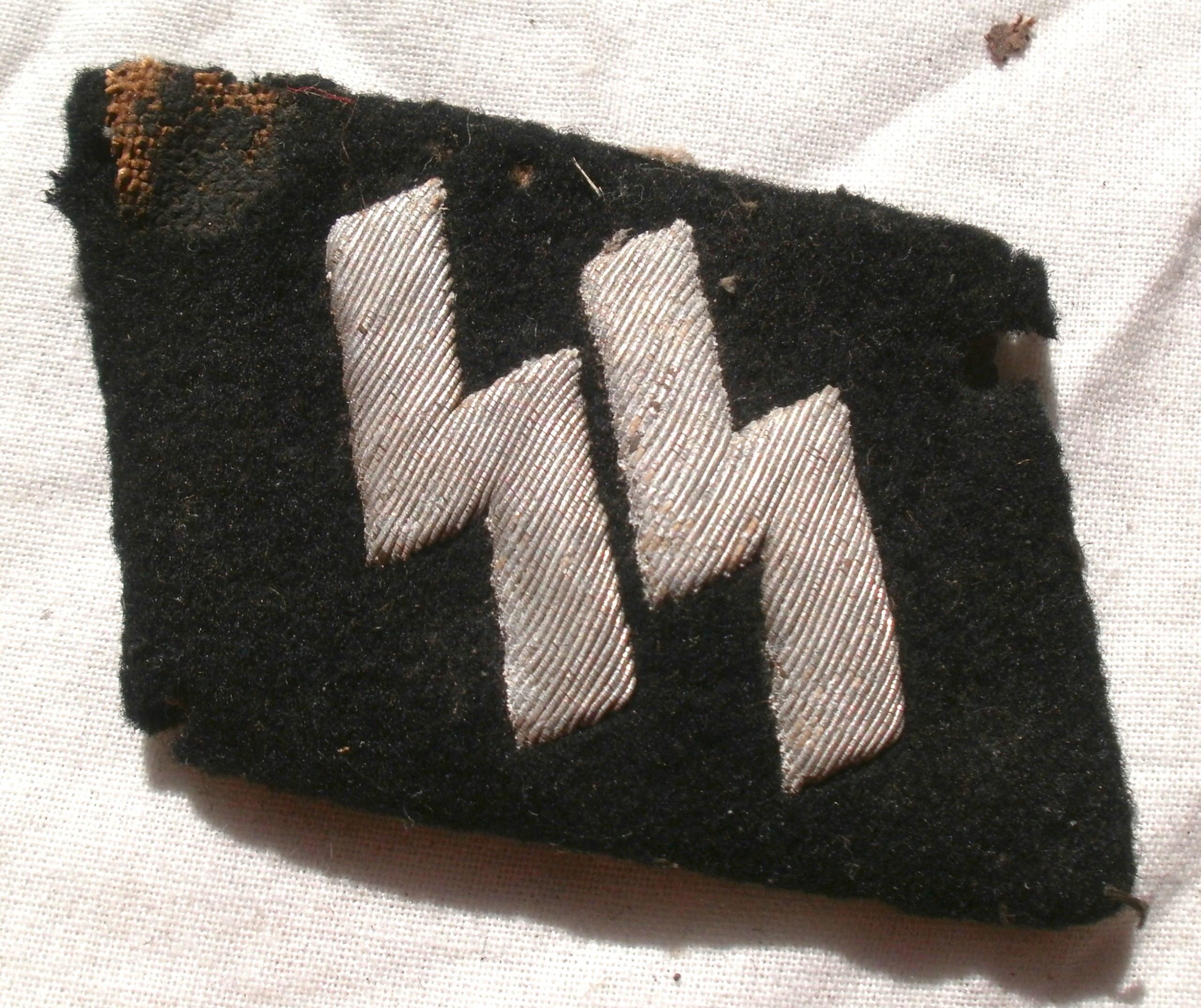 Authentification. Kragenspiegel SS et Totenkopf de Schirmmütze P4232823