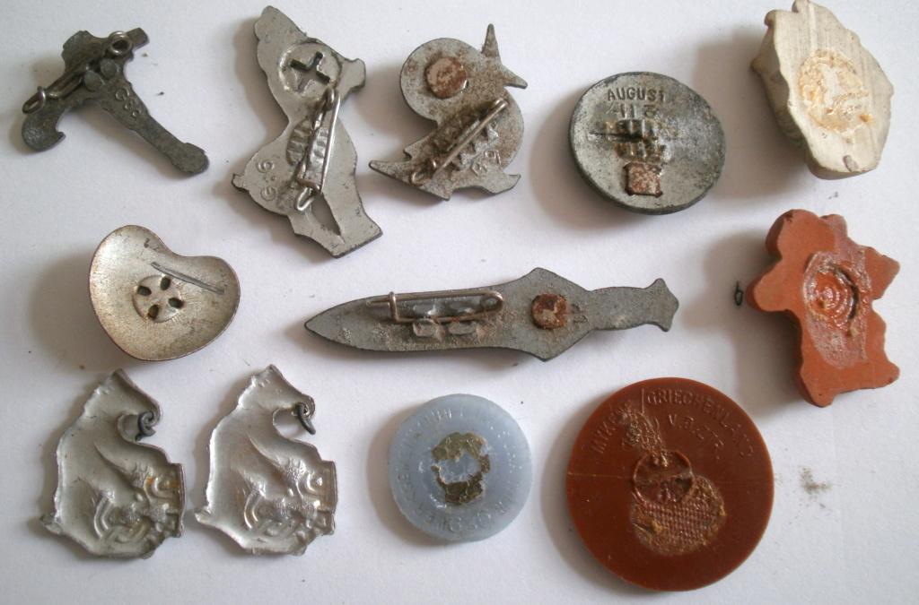 Insignes divers en alu avec marquages, Winterhilfswerk, croix rouge ? P6141332