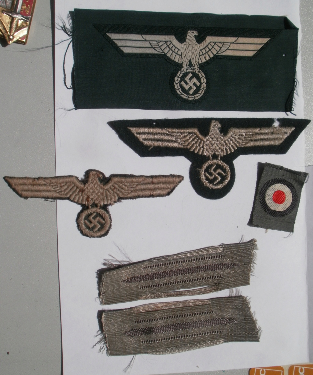 Deux aigles de poitrine pour vareuse Heer P6172229