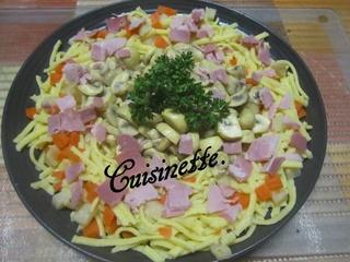 Pâtes spätzle au trio de légumes.jambon. 12573910