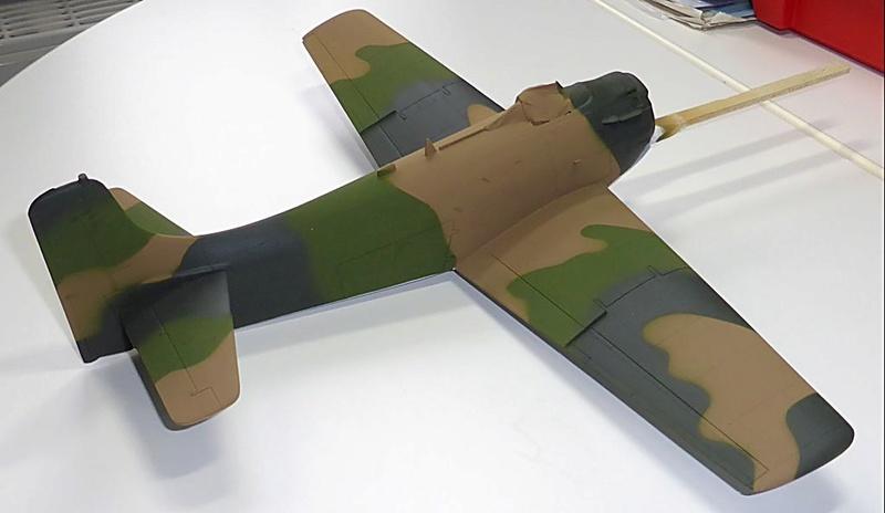 [TAMIYA] Douglas A1 Skyraider: rénovation d'un souvenir - Page 3 Skyr3910