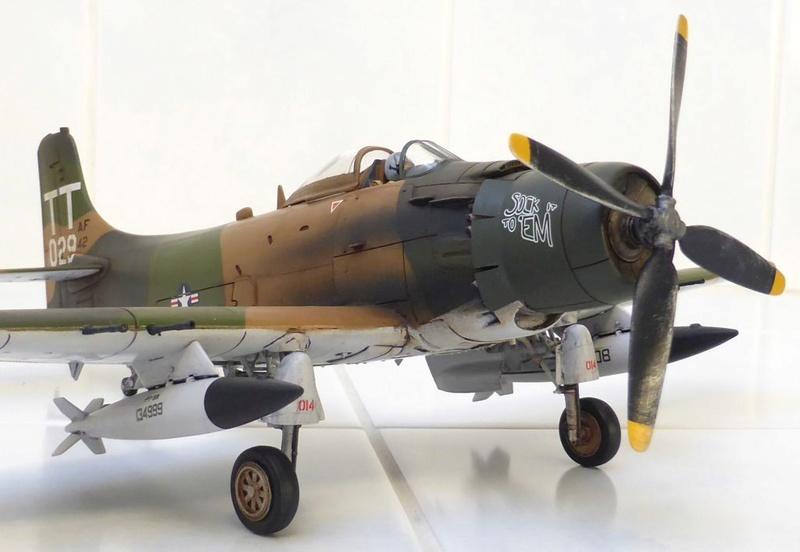[TAMIYA] Douglas A1 Skyraider: rénovation d'un souvenir - Page 4 Skyr6910