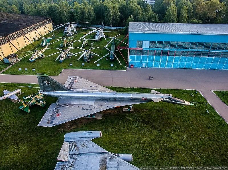 "Sukhoi T4 ou Sukhoi ""Sotka"" - Page 3 28367710"
