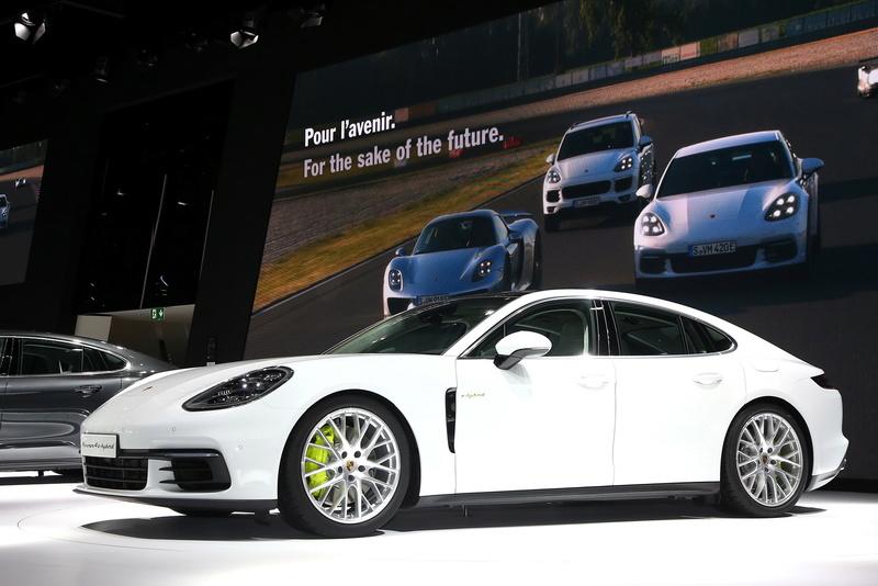 2016 - [Porsche] Panamera II - Page 13 2017-p23