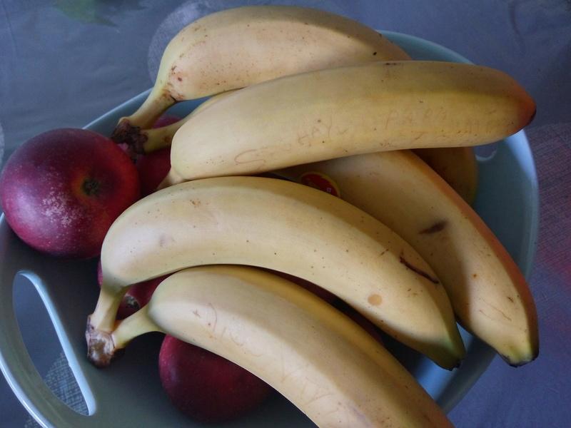 ecrire un petit mot sur la peau d une banane Img_0727