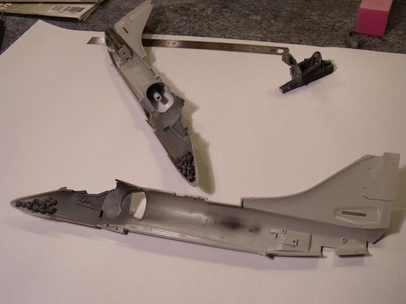 A-4 E Skyhawk - 1/ 48° Pont d'envol fait - Avion fini - accessoires de pont en confection. Dscf6667