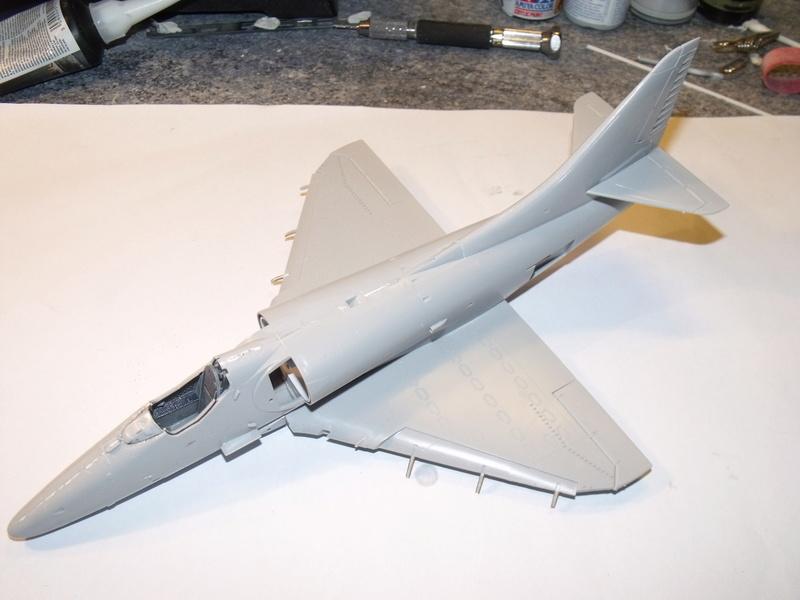 A-4 E Skyhawk - 1/ 48° Pont d'envol fait - Avion fini - accessoires de pont en confection. Dscf6715