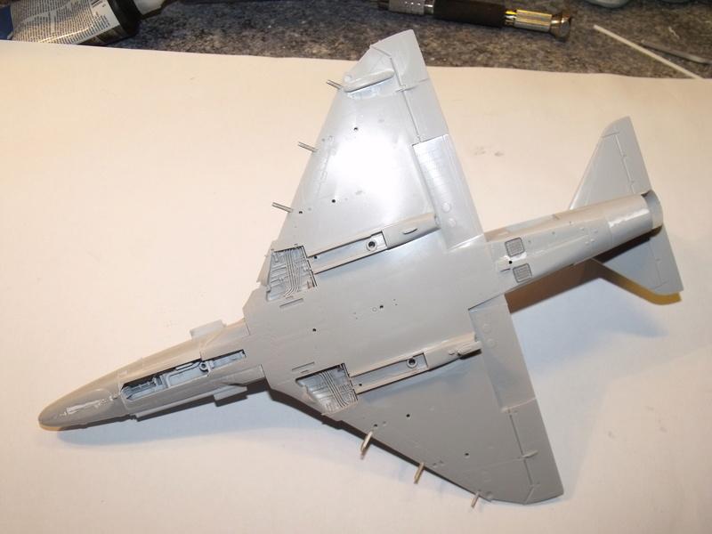 A-4 E Skyhawk - 1/ 48° Pont d'envol fait - Avion fini - accessoires de pont en confection. Dscf6716