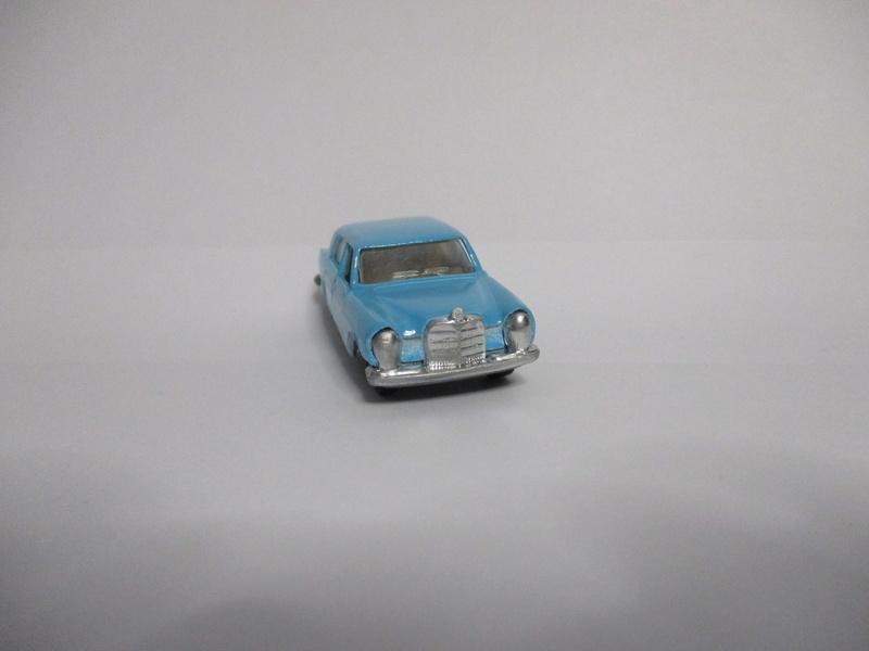 N°237 Mercedes 280 - Page 2 Merced10