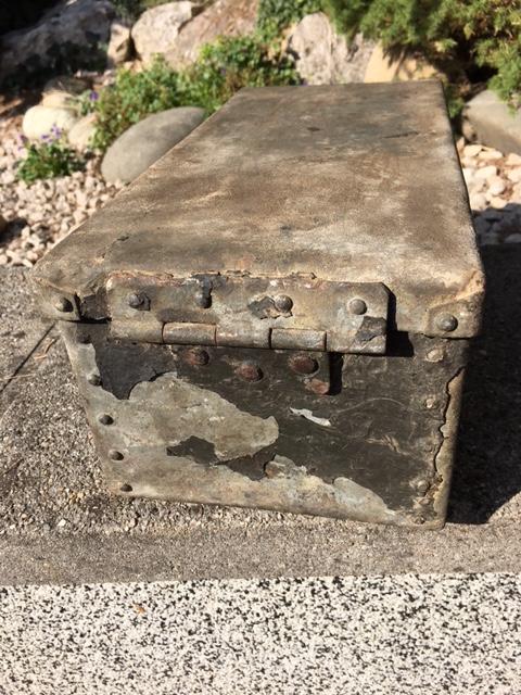 caisse metallique pour véhicule allemand ?? Img_1449
