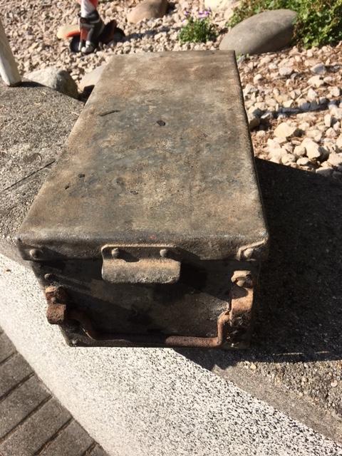 caisse metallique pour véhicule allemand ?? Img_1450