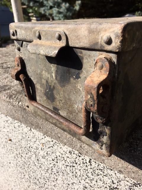 caisse metallique pour véhicule allemand ?? Img_1451