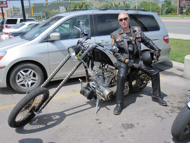Ils ont posé avec une Harley, principalement les People - Page 6 0_dee_10