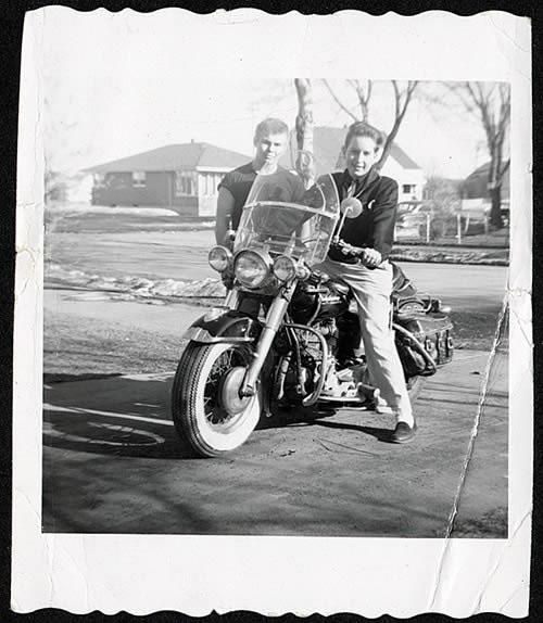Ils ont posé avec une Harley, principalement les People - Page 4 Dylan_10