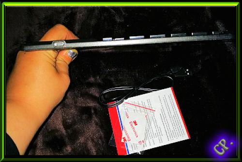 1byone Drahtlose Bluetooth QWERTZ  Tastatur und Multi Touchpad Seitli74