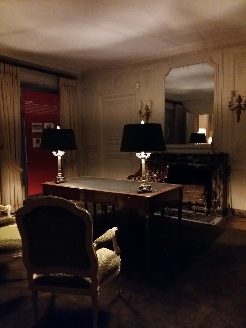 Expo au Grand Trianon : De Louis XIV à Charles de Gaulle  - Page 4 20161094