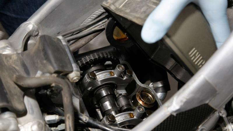 Reglaje de válvulas de la moto: así se hace 0210