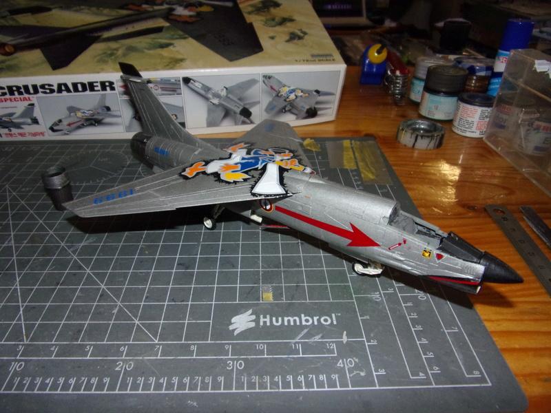 F-8P CRUSADER  - Academy -1/72éme 102_2411