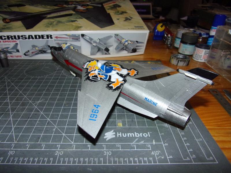F-8P CRUSADER  - Academy -1/72éme 102_2413