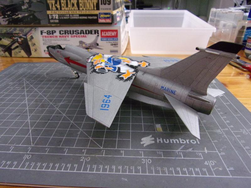 F-8P CRUSADER  - Academy -1/72éme 102_2415