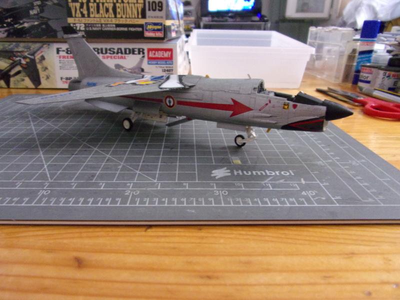 F-8P CRUSADER  - Academy -1/72éme 102_2416