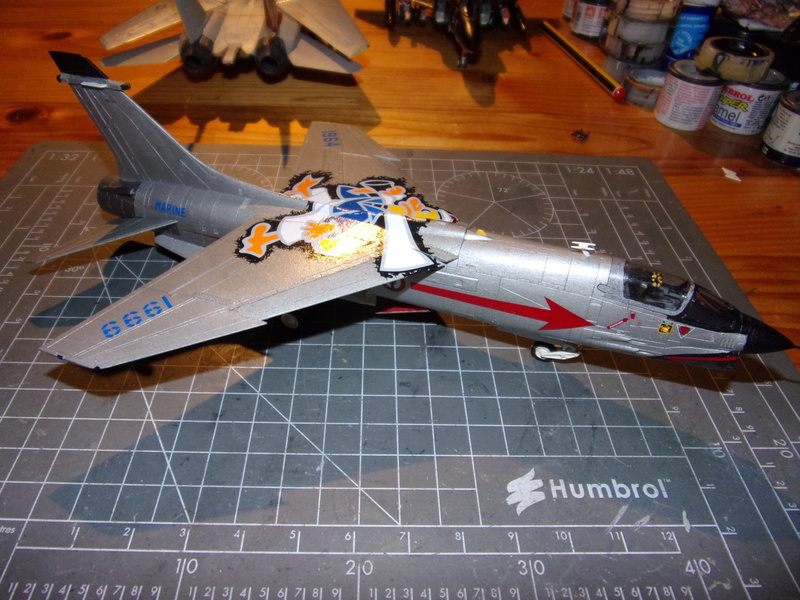 F-8P CRUSADER  - Academy -1/72éme 102_2549