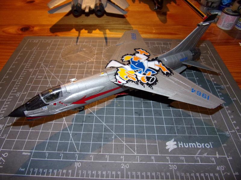 F-8P CRUSADER  - Academy -1/72éme 102_2550