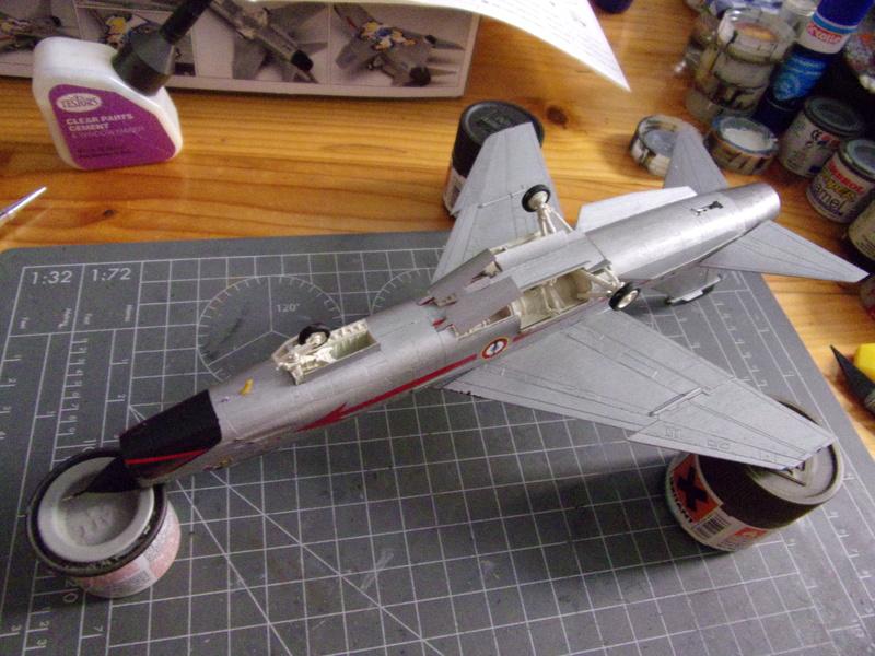 F-8P CRUSADER  - Academy -1/72éme 102_2560