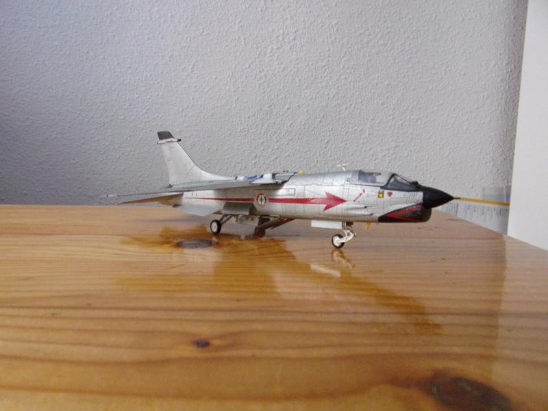 F-8P CRUSADER  - Academy -1/72éme 102_2562