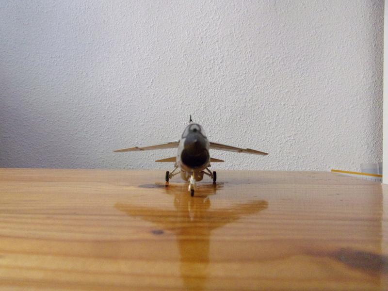 F-8P CRUSADER  - Academy -1/72éme 102_2563