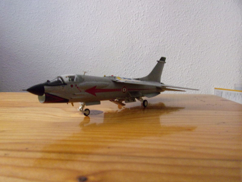 F-8P CRUSADER  - Academy -1/72éme 102_2564