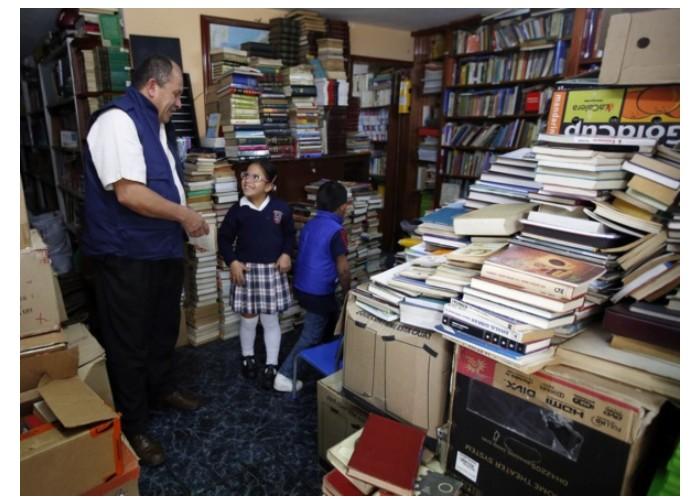 La fabuleuse histoire de José Gutierrez, l'éboueur colombien amoureux des livres, qui passe ses nuits à sauver des bouquins des poubelles pour les donner aux gosses des rues Sans_426